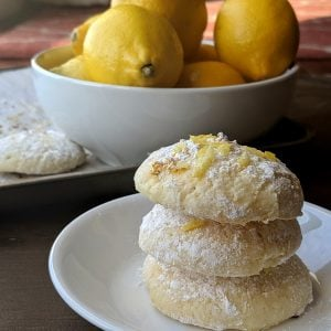 stack of low calorie lemon cookies
