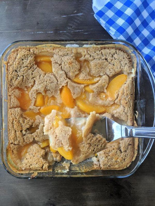 pan of low calorie peach cobblerB