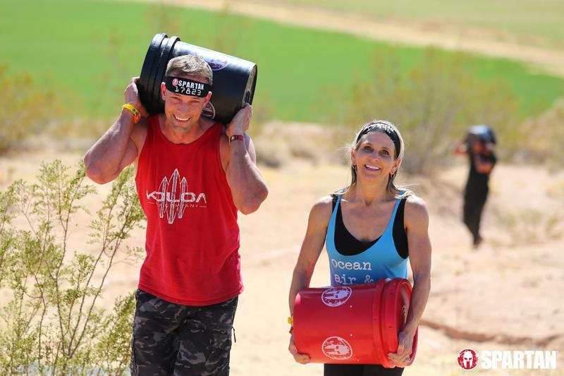 spartan-race-bucket-carry-amy-and-wade