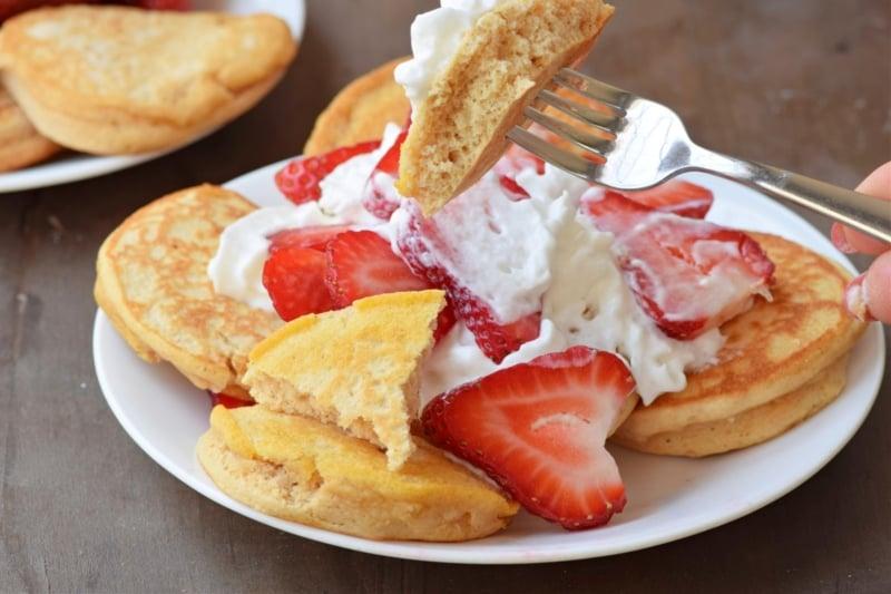 healthy high fiber pancakes from lakanto